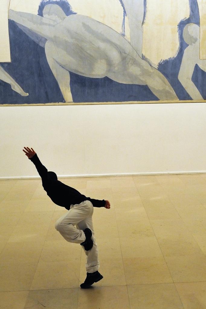44 Jeune danseur devant un Matisse