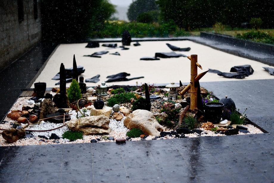 8 Pluie sur le jardin zen